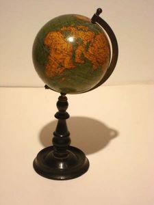ANTIQUITES LE SAINT GEORGES - globe terrestre vivien - Globo Terrestre