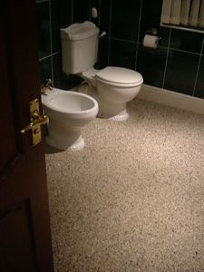 The Contemporary Flooring - white multi pebble in bathroom - Baldosas Suelo