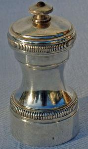 Antiquités Eric de Brégeot - moulin à poivre christofle - Macina Pepe
