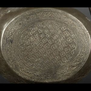 Expertissim - aiguière en métal décorée de motifs géométriques - Acquamanile