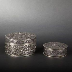 Expertissim - deux boîtes rondes en argent. travail d'extrême o - Cofanetto Portagioie